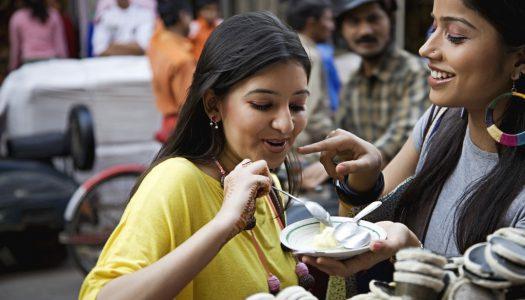 """Top 18 """"Must Eat"""" Street Food in Pune"""
