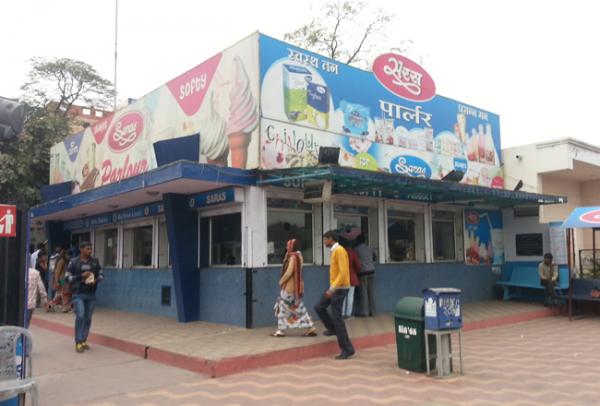 Saras Parlour in Jaipur
