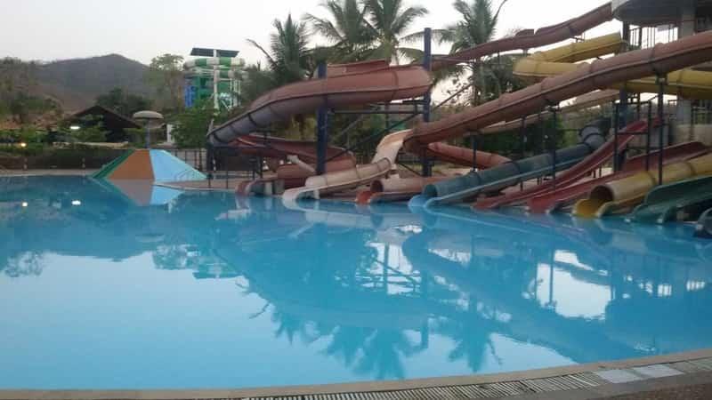 The famous Big Splash ride at Shangrila Resort & Waterpark