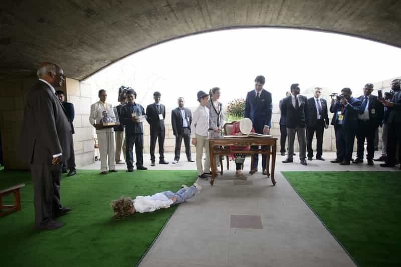 Hadrien face planking at Rajghat
