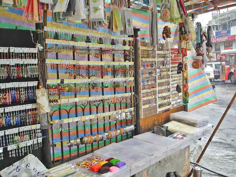 Linking Road is one of the most popular street markets in Mumbai