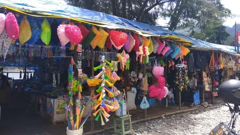 Street Shopping in Munnar