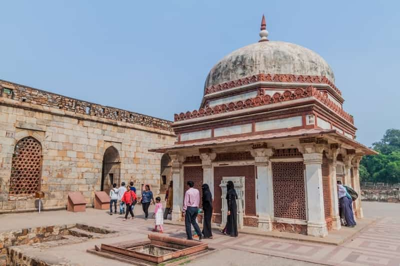 The Imam Zamin tomb features intricate jaali work