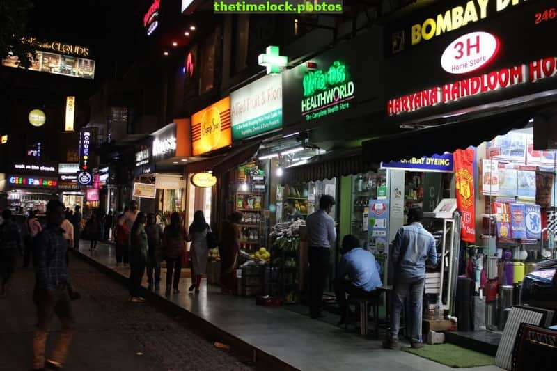 A famous street food and shopping destination in Delhi