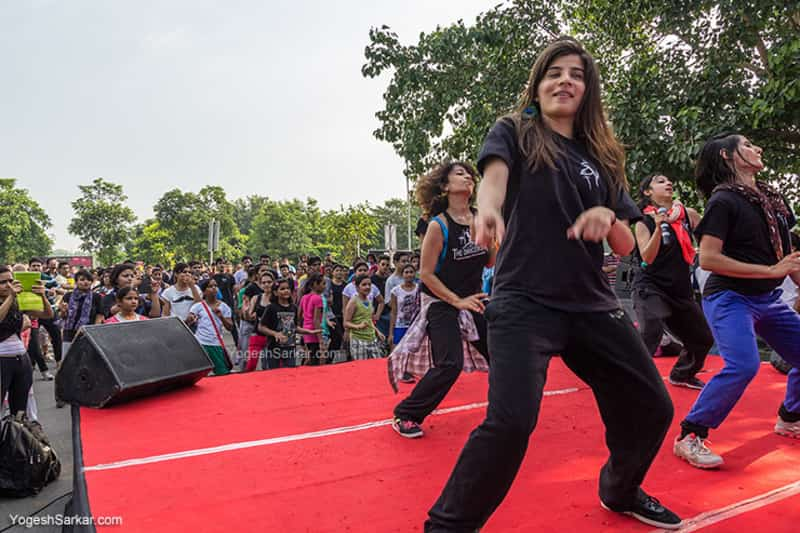 People performing at the Raahgiri Day