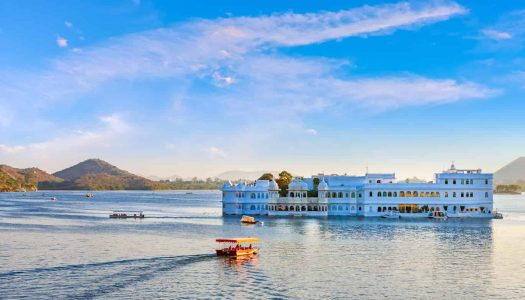 10 Reasons To Visit Lake Pichola in Udaipur